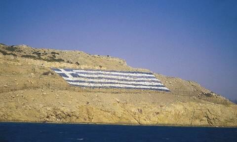 Ίμια: Έλληνας καπετάνιος έριξε στεφάνι τιμώντας τους 3 ήρωες αξιωματικούς