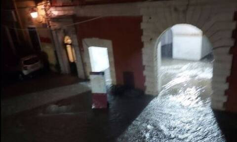 Καιρός: Πλημμύρες και κατολισθήσεις στην Κέρκυρα – Σε ισχύ το έκτακτο δελτίο επιδείνωσης της ΕΜΥ