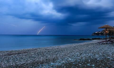 Καιρός - Έκτακτο Δελτίο ΕΜΥ: Με καταιγίδες και θυελλώδεις ανέμους η Δευτέρα