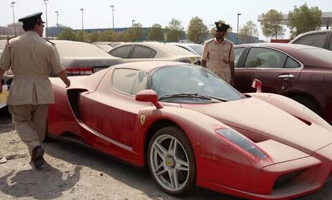 Γιατί αυξάνονται τα εγκαταλελειμμένα σπορ και υπερπολυτελή αυτοκίνητα στο Ντουμπάι;