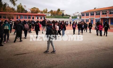Ρεπορτάζ Newsbomb.gr: Χτύπησε το κουδούνι στα Γυμνάσια της Αττικής - Όλα τα μέτρα