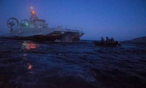 Ένοπλες Δυνάμεις: Μήνυμα στην Άγκυρα από τους κομάντο και το Hovercraft του Πολεμικού Ναυτικού