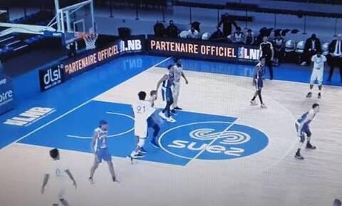 Γαλλία: Ξέφυγε! Παίκτης έριξε μπουνιά σε αντίπαλο – Του έσπασε το σαγόνι (video)