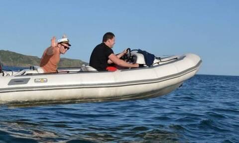 Τρομακτικό: Aκυβέρνητο φουσκωτό κόβει βόλτες στη θάλασσα! (vid)