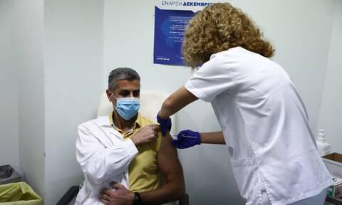 Κορονοϊός: Μόνο 1 στους 2 εργαζομένους στα νοσοκομεία έχει εμβολιαστεί