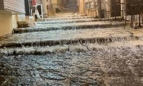 Καιρός: «Βούλιαξε» στη βροχή η Ήπειρος - Χάρτες του meteo με τα ύψη ρεκόρ βροχής - χιονιού στη χώρα