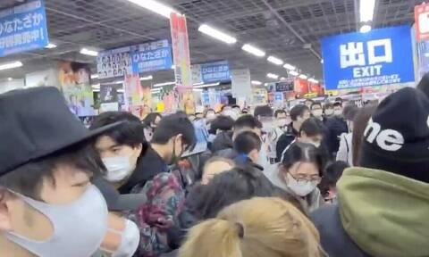 Κακός χαμός στην Ιαπωνία: Όχλος κάνει «ντου» σε κατάστημα για Playstation 5
