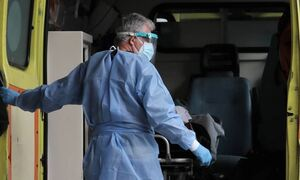 В Греции в результате заражения коронавирусом умерла 16-летняя девушка