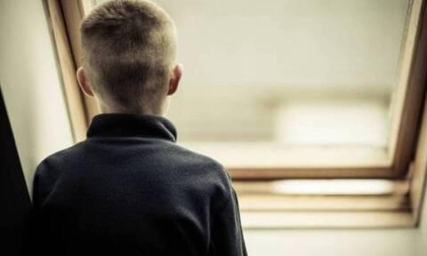 Αποπλάνηση 13χρονου: «Μεταμελημένη για τις πράξεις της» - Τι αναφέρει ο δικηγόρος της καθηγήτριας