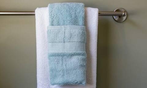 Τελικά κάθε πότε πρέπει να πλένουμε τις πετσέτες του μπάνιου;
