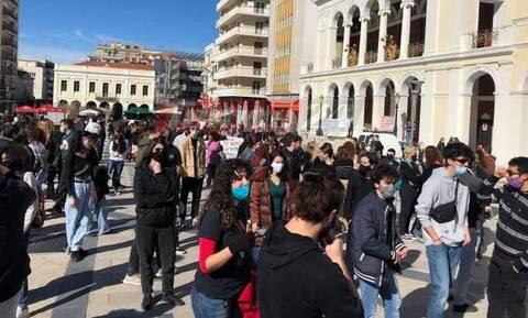 Πάτρα: Σε εξέλιξη η πορεία φοιτητών κατά του νέου νομοσχεδίου - Ισχυρή η παρουσία της ΕΛ.ΑΣ
