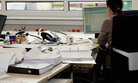 Οι εργαζόμενοι δουλεύουν περισσότερες ώρες στην πανδημία