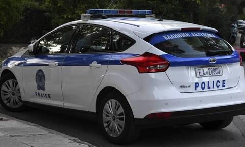 Χαμός στην Κρήτη: Δίδυμες «τα έβαλαν» με τους αστυνομικούς – Έβριζαν, έφτυναν και συνελήφθησαν