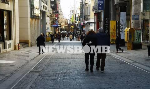 Ρεπορτάζ Newsbomb.gr: Ησυχία, μέτρα και έλεγχοι στην Ερμού