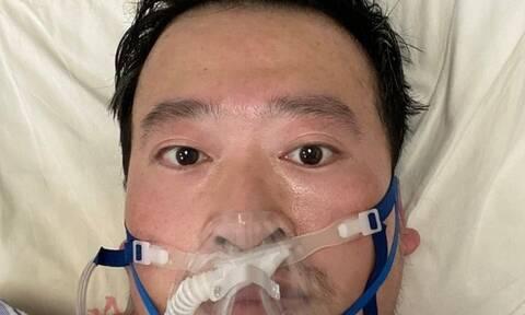 Κίνα: Χιλιάδες Κινέζοι απέτισαν φόρο τιμής στο γιατρό που σήμανε συναγερμό για τον κορονοϊό