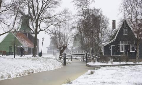 Ολλανδία: Η πιο ισχυρή χιονοθύελλα της τελευταίας δεκαετίας σαρώνει τη χώρα (pics+vid)