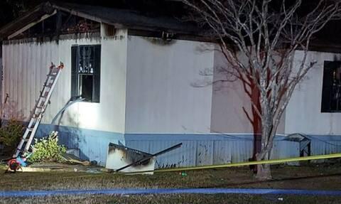 Τραγωδία: Μητέρα και τα τρία παιδιά της πέθαναν μετά από φωτιά στο λυόμενο σπίτι τους