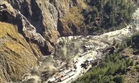 Ινδία: Τραγωδία από την κατάρρευση παγετώνα των Ιμαλαΐων – Δεκάδες νεκροί, εκατοντάδες αγνοούμενοι