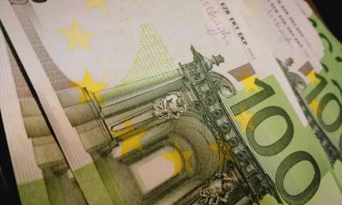 ΟΠΕΚΑ: «Βρέχει» λεφτά - Πότε πληρώνονται οι δικαιούχοι επιδόματα και παροχές