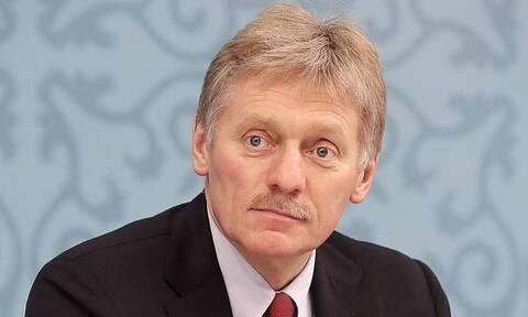 Песков заявил, что власти поэтапно работают над повышением уровня жизни в России