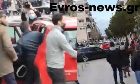 Νότης Μηταράκης: Υποδοχή με... καφέδες και αβγά στην Ορεστιάδα για τον υπουργό Μετανάστευσης