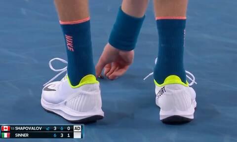 Ο πιο ατρόμητος τενίστας του Australian Open - Έπιασε κατσαρίδα για να τη σώσει (video)