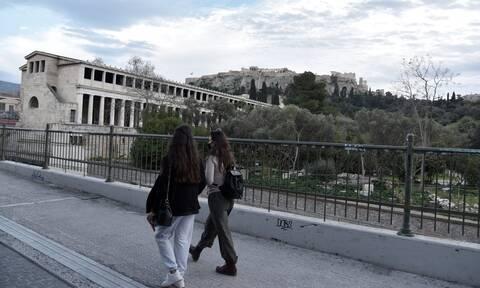Κορονοϊός: Η Αττική στη δίνη του 3ου κύματος - Κίνδυνος για «ασφυξία» στα νοσοκομεία της Αθήνας