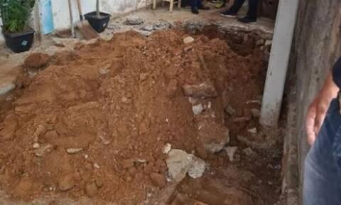 Φρίκη: Έβαλε μητέρα και κόρη να σκάψουν τους τάφους τους πριν να τις δολοφονήσει