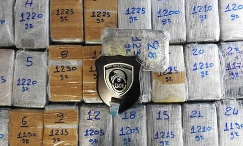 ΣΔΟΕ: Κατάσχεση 33,8 κιλών κοκαΐνης στο λιμάνι του Πειραιά