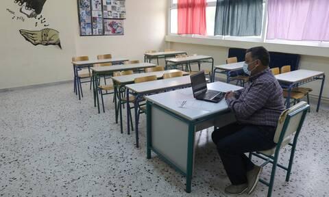 Lockdown: Κλείνουν τα σχολεία της Αθήνας - Ξεκινά πάλι η «μάχη» της τηλεκπαίδευσης