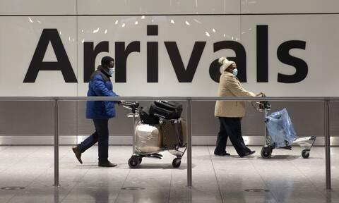 Κορονοϊός - Βρετανία: Ταξιδιωτικοί περιορισμοί με καραντίνα σε ξενοδοχεία και απειλές για φυλάκιση