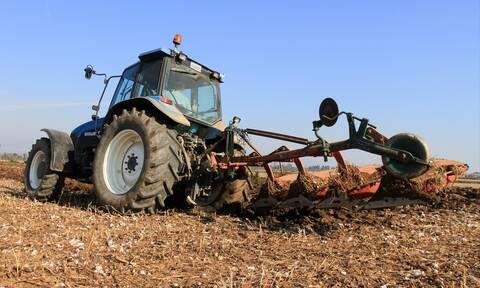 Παράταση έως το τέλος του 2021 για τα μέτρα προστασίας σε παλιούς γεωργικούς ελκυστήρες