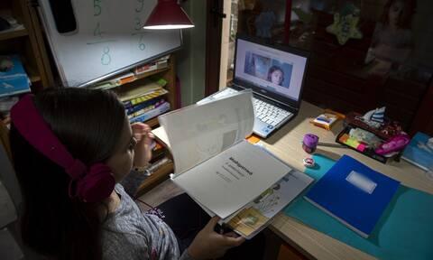 Σχολεία: Με ποιο ωράριο θα γίνονται μαθήματα σε Δημοτικά, Γυμνάσια, Λύκεια – Τι ισχύει για απουσίες