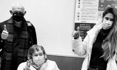 Εμβολιάστηκε η Μαργαρίτα Παπανδρέου – Τη συνόδεψε o πρώην πρωθυπουργός