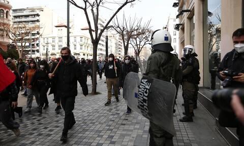 Θεσσαλονίκη: Συνελήφθη 18χρονη για τα επεισόδια - ΕΔΕ της ΕΛΑΣ για βίαιες αντιδράσεις αστυνομικών