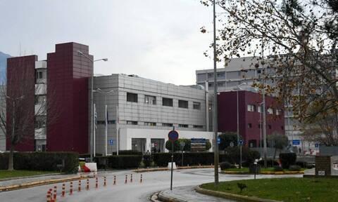 Πάτρα: Χαμός σε νοσοκομείο - Γιατροί έπαιξαν μπουνιές, έφευγαν σκαμπό στον αέρα!