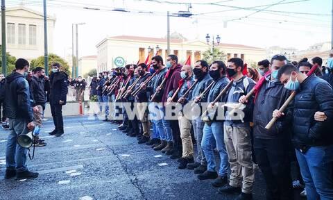 Πανεκπαιδευτικό συλλαλητήριο στο κέντρο της Αθήνας - Κλειστοί δρόμοι και ισχυρές δυνάμεις της ΕΛΑΣ
