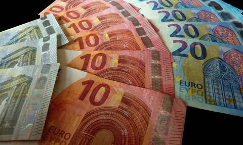 Ποιοι θα λάβουν αυξήσεις εν μέσω πανδημίας – Οι μισθωτοί δυο ταχυτήτων και οι «τυχεροί» συνταξιούχοι