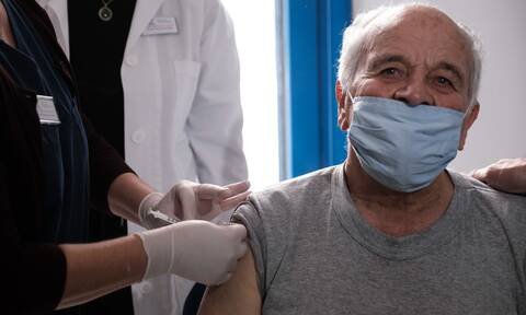 Εμβόλιο κορονοϊού: Ανοίγει η πλατφόρμα των ραντεβού εμβολιασμού για τους 75-79 ετών