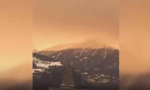Εντυπωσιακό θέαμα: Αφρικανική σκόνη κάλυψε τις χιονισμένες Άλπεις (vid)