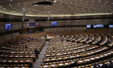 Ευρωβαρόμετρο: Απαισιόδοξοι οι Έλληνες για την οικονομία, υψηλές προσδοκίες για το Ταμείο Ανάκαμψης