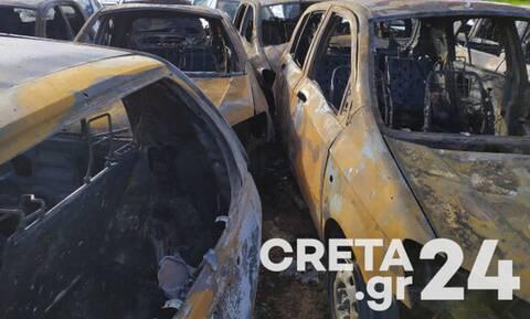 Νύχτα τρόμου στο Ηράκλειο - Φωτιά σε 16 οχήματα