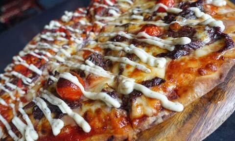 Σε ποια χώρα κάνουν την πιο χορταστική πίτσα; Όχι στην Ιταλία πάντως