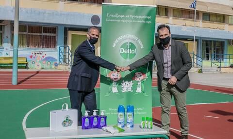 «Προστασία Πρώτης Τάξης»: Δωρεά αντισηπτικών προϊόντων σε 41.000 μαθητές Α΄ Δημοτικού