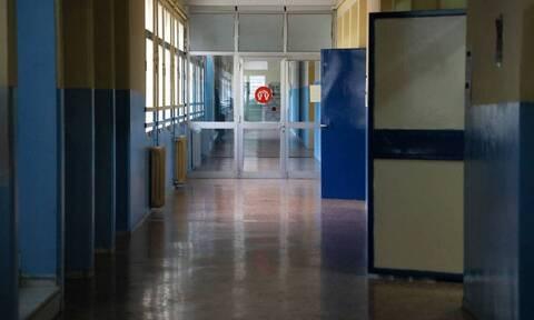 Αποπλάνηση 13χρονου μαθητή: Σε κατ'οίκον περιορισμό η καθηγήτρια - Διαφωνία ανακριτή και εισαγγελέα