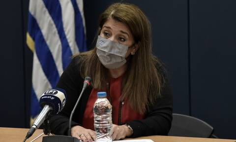 Κορονοϊός - Παπαευαγγέλου: Πάνω από 10.000 οι φορείς - Έρχονται νέες οδηγίες για τη χρήση μάσκας