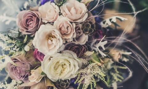 Αγίου Βαλεντίνου - Ανθοπωλεία: Τι SMS στέλνουμε στο 13033 για να πάρουμε λουλούδια;