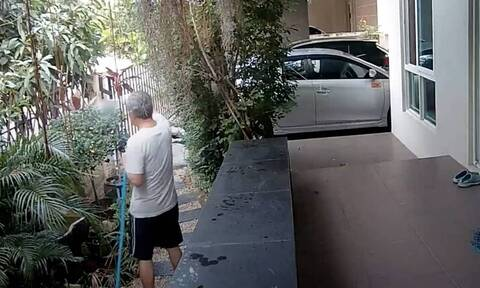 Πότιζε τα φυτά στον κήπο του και ξαφνικά έζησε τον απόλυτο εφιάλτη (video)