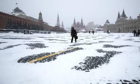 Σφοδρή χιονόπτωση στη Μόσχα – Εντυπωσιακές εικόνες από την ρωσική πρωτεύουσα