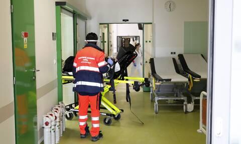 Κορονοϊός: Συναγερμός για στέλεχος του ιού που βρέθηκε σε εκτροφείο βιζόν στην Πολωνία